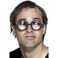 Homme aux lunettes bien étranges