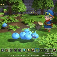 Dragon Quest Builders héros avec un maillet affronte plusieurs gluants qui fusionnent
