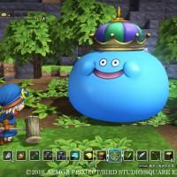 Dragon Quest Builders héros avec un maillet pour frapper un Roi Gluant