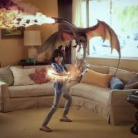 Garçon qui joue avec un dragon dans son salon