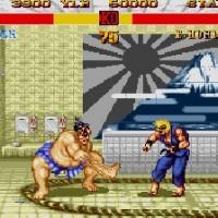 Honda attaque Ken avec son attaque des multiples mains dans Street Fighter II'