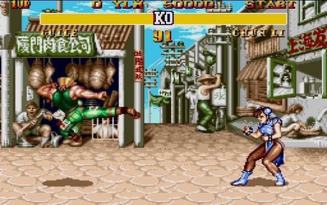 Guile fait un coup de pied retourné en direction de Chun-Li dans Street Fighter II'