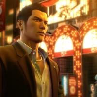 Yakuza 0 Kazuma fume une cigarette en se baladant en ville