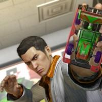 Yakuza 0 Kazuma joue avec une voiture miniature dans la main