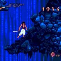 Aladdin saute sur une plateforme dans une grotte de la version MegaDrive du jeu