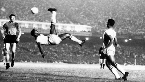 Pelé retourné accrobatique