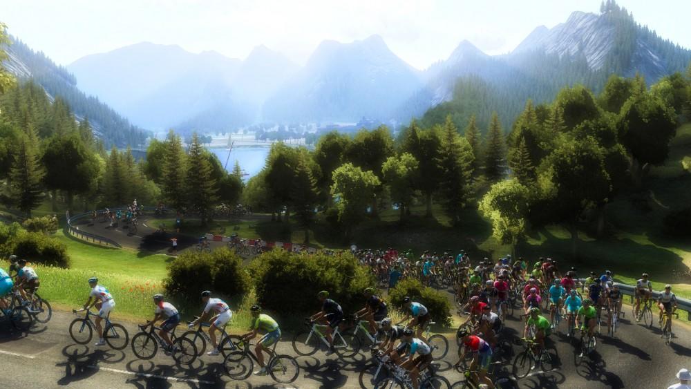 Le peloton dans un lacet d'un col dans Le Tour de France 2016