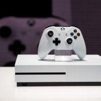 La Xbox One S en vitrine lors de sa présentation