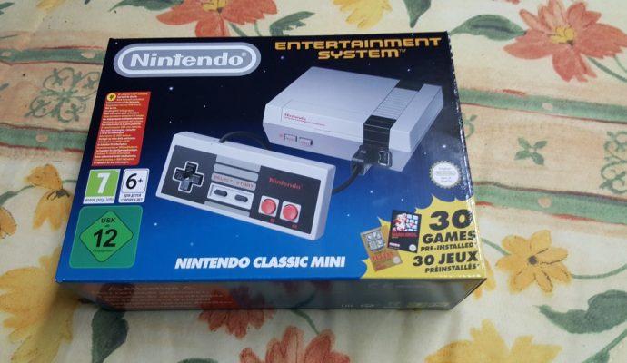 Face avant de la boite de la NES Mini