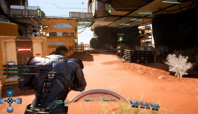 Notre personnage court se mettre à l'abri dans une partie multijoueur de Mass Effect: Andromeda