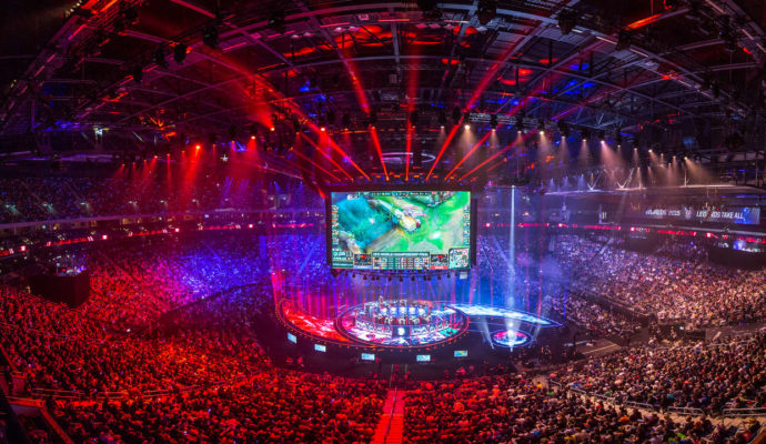 eSport Mercedes Benz Arena grand stade pour une compétition de League of Legends