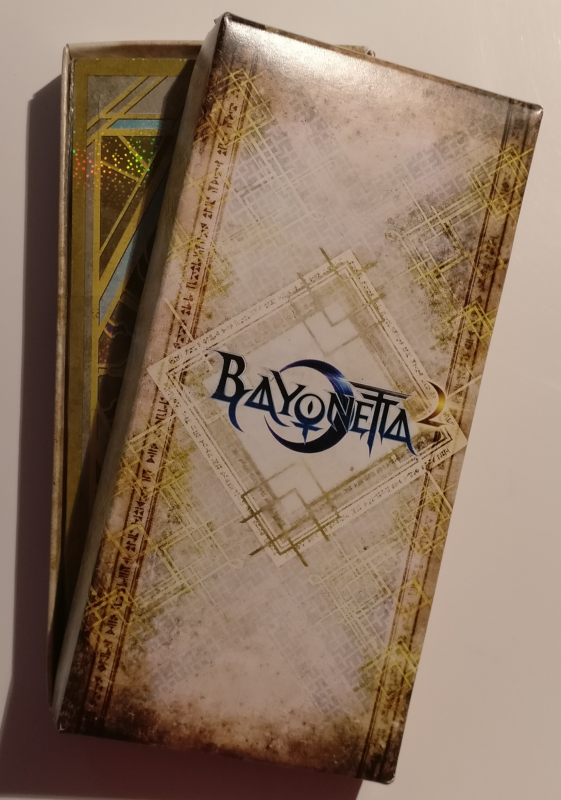 Unboxing Bayonetta Édition Spéciale - boite cartes verset