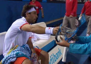 tennis world tour - marcos casse une raquette