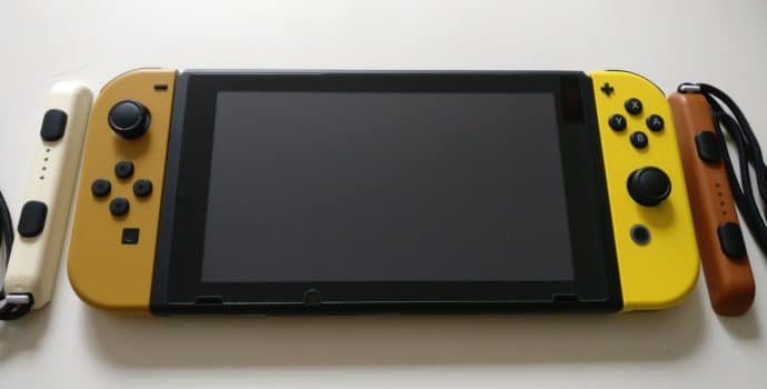 Nintendo Switch Edition Pikachu et Evoli - console assemblée