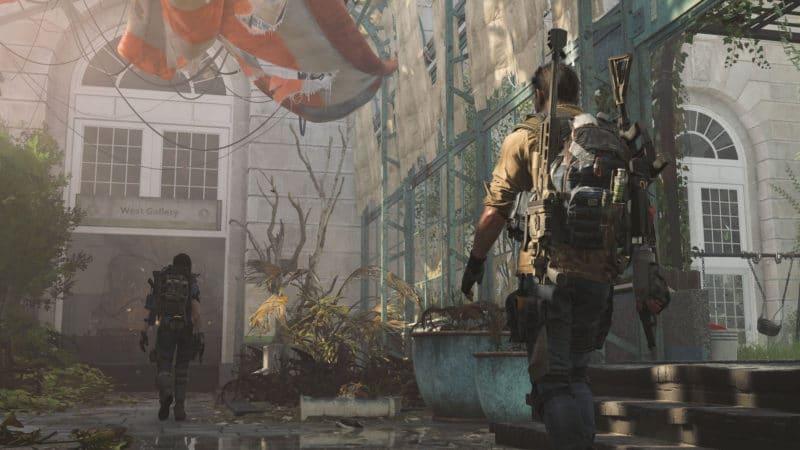 The Division 2 - duo entrant dans un bâtiment