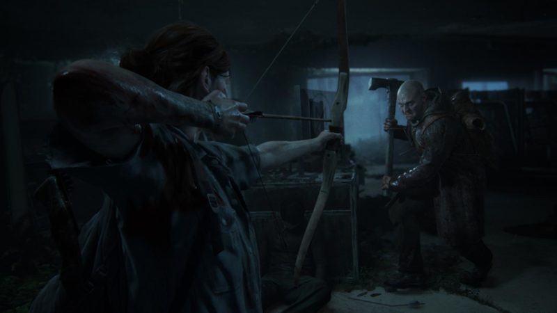 Ellie bande son arc contre un ennemi playstation 4