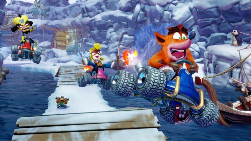 playstation 4 Crash Coco et Néo Cortex dans leur bolides en plein vol