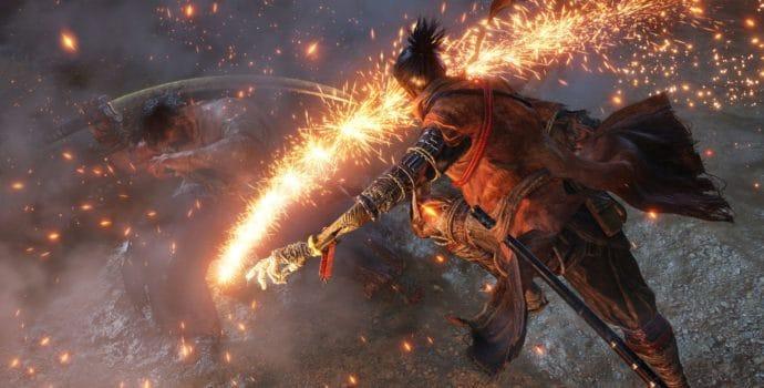 sekiro notre samourai prépare un tour de son bras squelettique où l'ennemi ne triomphera pas