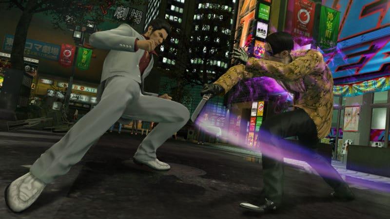Yakuza Kiwami : Kazuma Kiryu esquive un coup de couteau porté par Majima Mad Dog