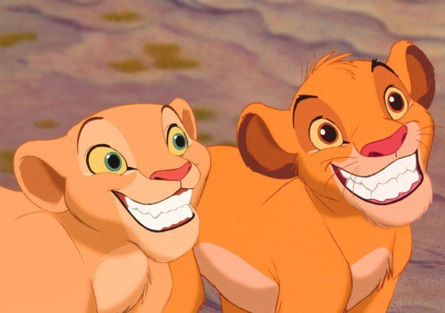 le roi lion Nala et Simba heureux de retrouver leurs aventures une fois de plus sur grand écran !