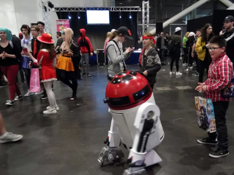 Geek Days 2019 droid R2D2 rouge