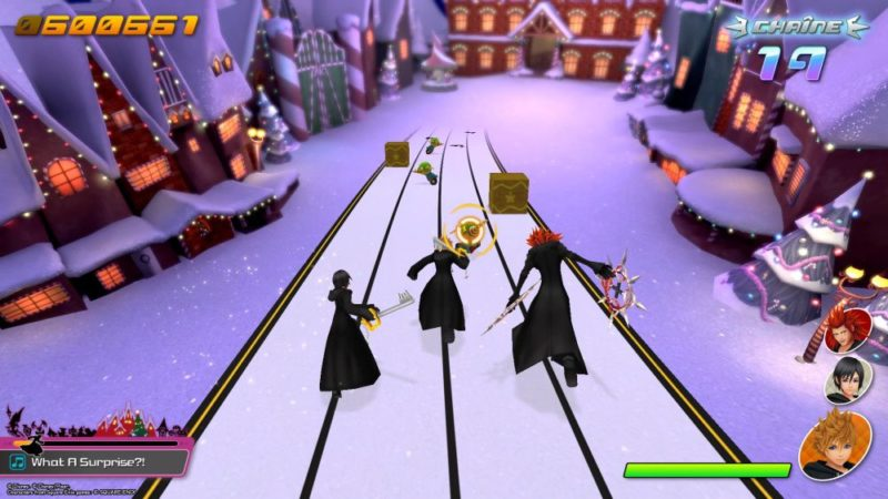 Kingdom Hearts melody of memory gameplay equipe de roxas, xion et axel dans la ville de noel
